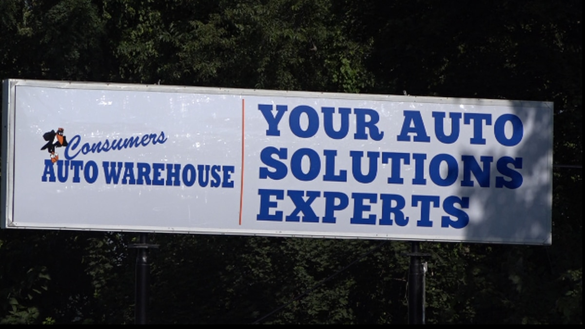 The Consumers Auto Warehouse sign that the City of Staunton says is against code. | Credit: WHSV
