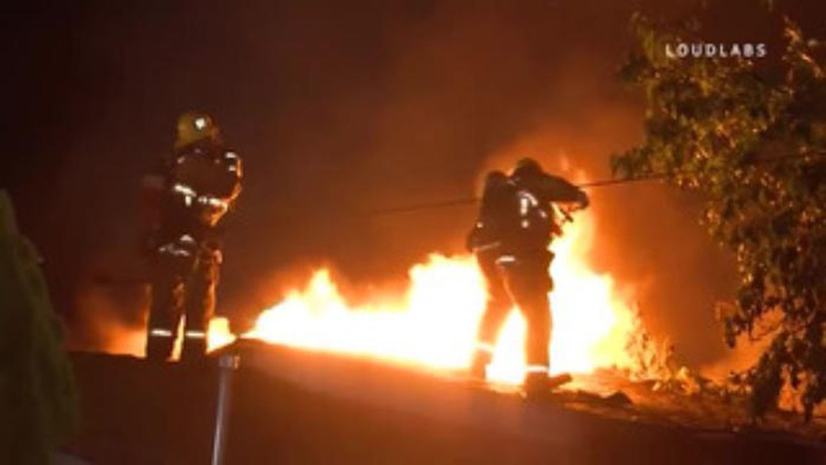 An official said the firefighter wasn't seriously hurt. (Source: LOUDLABS/CNN)