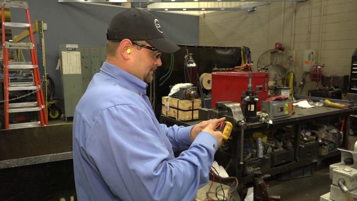 Jonathan Kisamore working at the Tenneco plant in Harrisonburg | Credit: WHSV