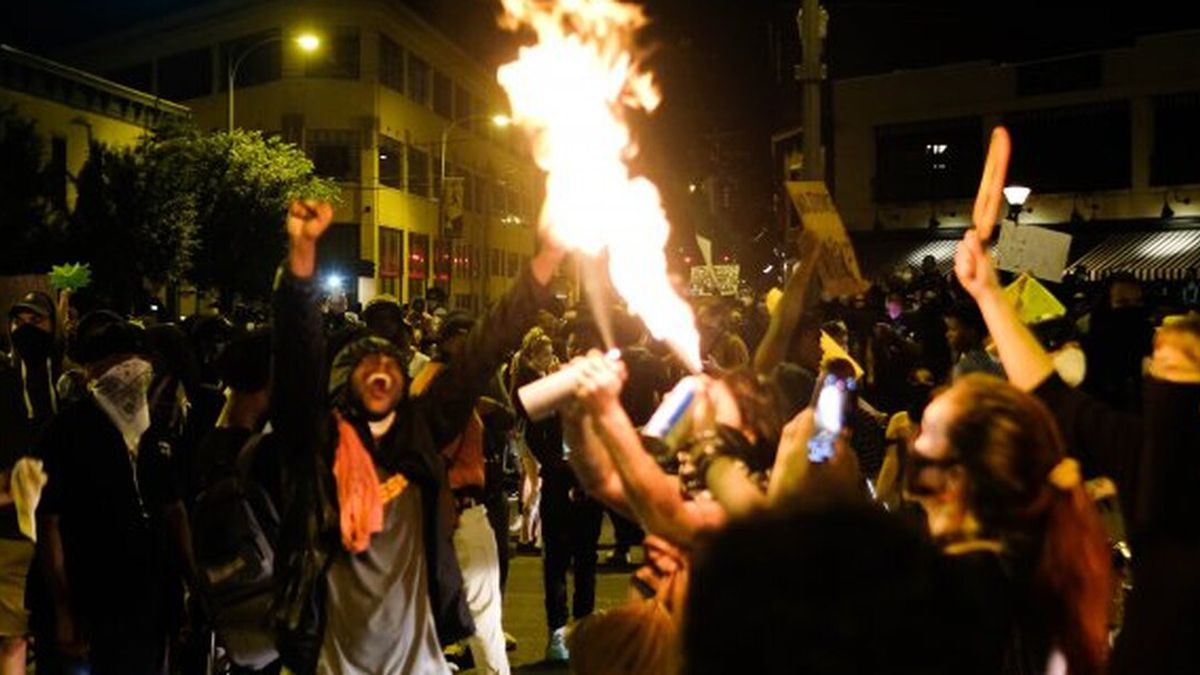 Protesters on Broad Street in downtown Richmond on Saturday night. (Source: Ned Oliver/Virginia Mercury)