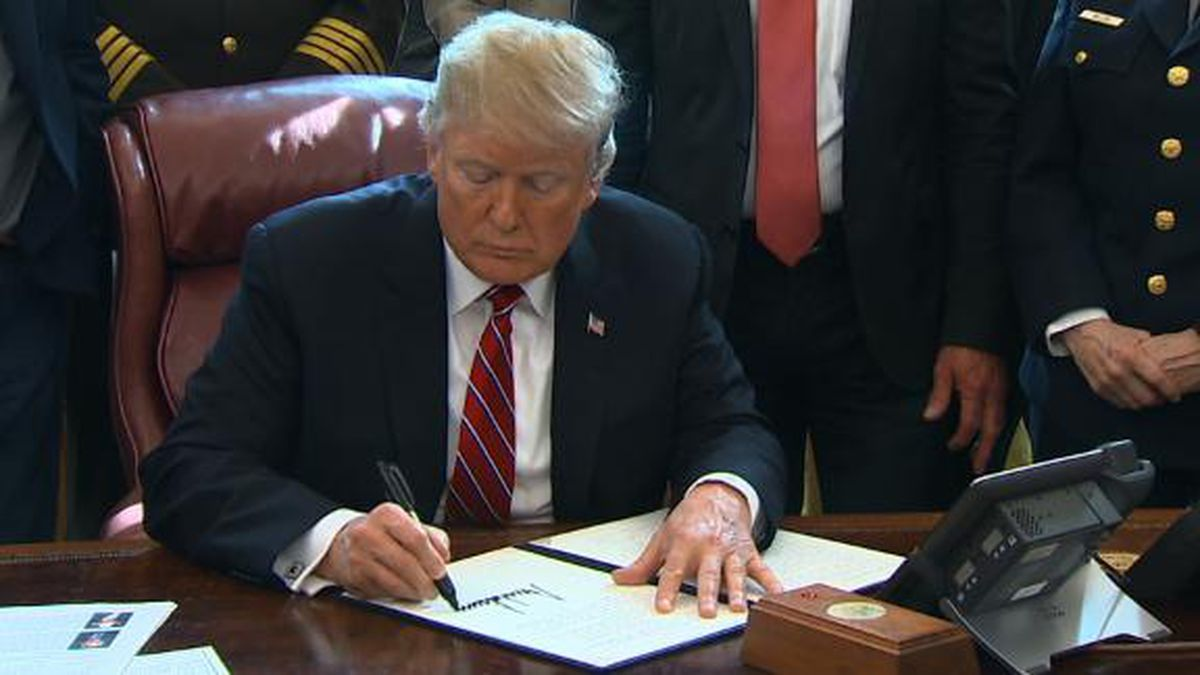 President Trump signed the first veto of his presidency, rejecting a measure that would reverse the national emergency he<br />declared on the southern border. / Courtesy: CNN VAN