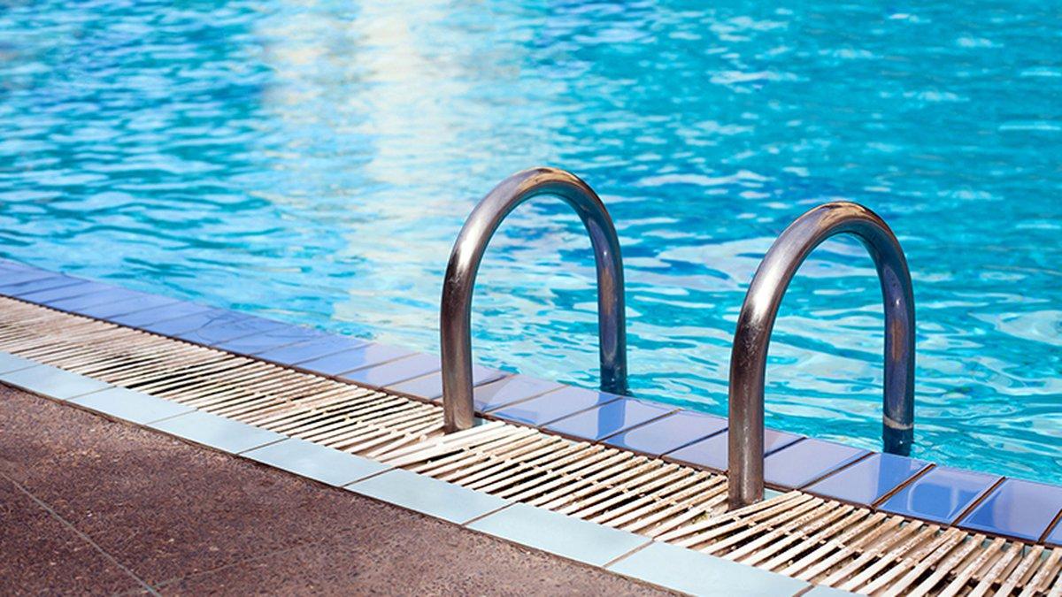 53077000 - swimming pool in luxury hotel