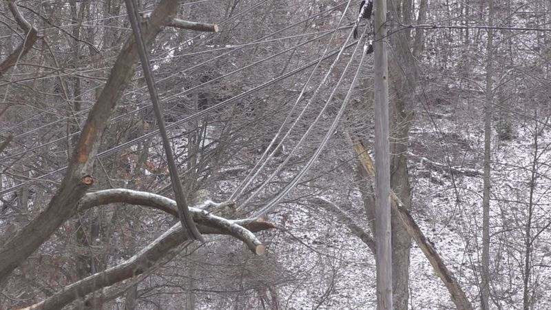 Power outage threats as Winter storm rolls in.