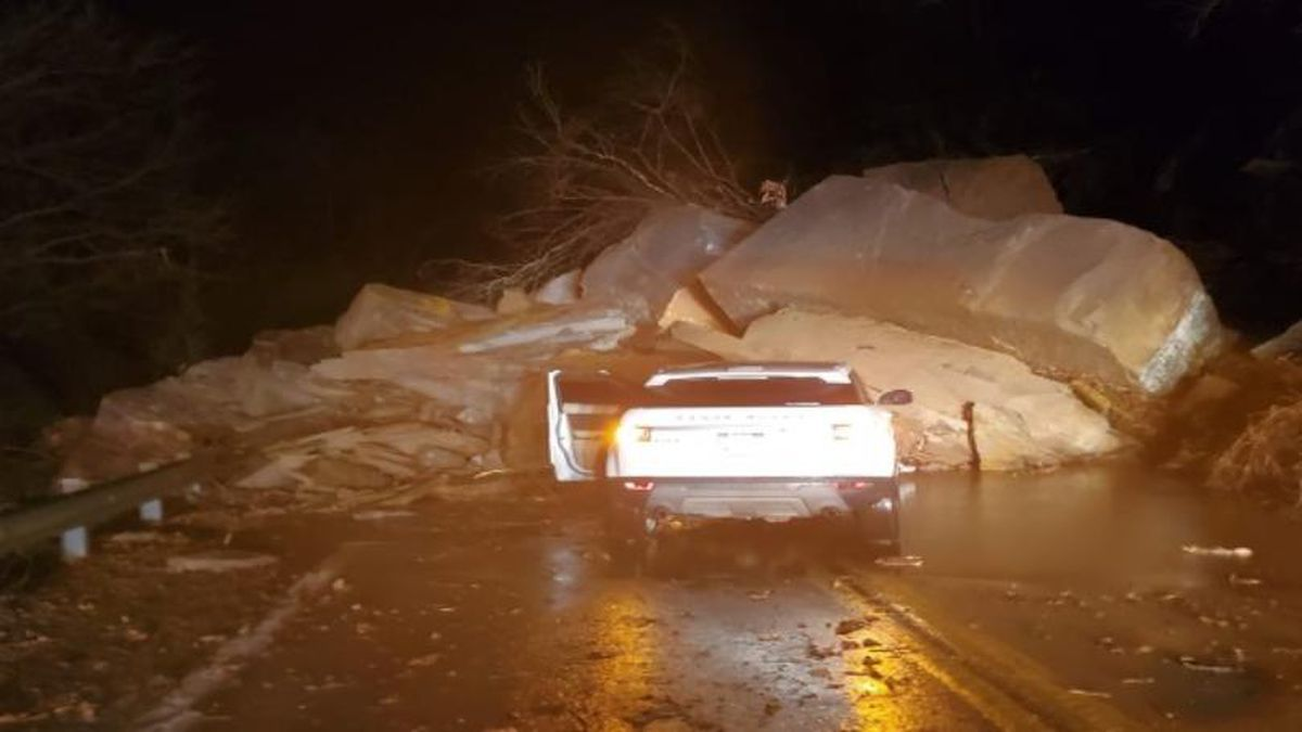 A major rock and mudslide was reported late Wednesday night on West Third Avenue in the Fairview community of Williamson, West Virginia. (Courtesy: Jarrid McCormick/ Williamson Daily News)