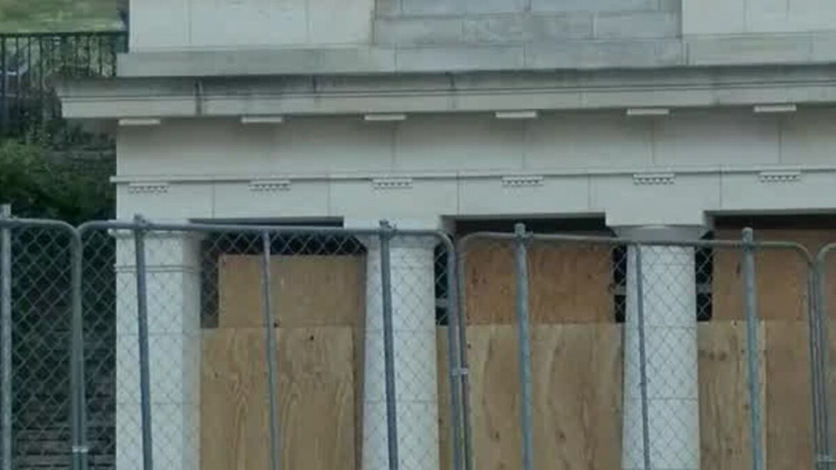 Large security fencing remains around Virginia's State Capitol. (NBC12 File image)