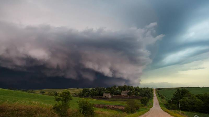 This is a shelf cloud, an indicator of a severe thunderstorm.