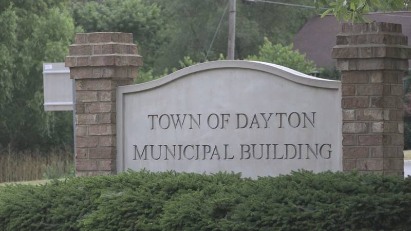 Discussion of potential yard sale ordinance draws big crowd to Dayton Town Council meeting